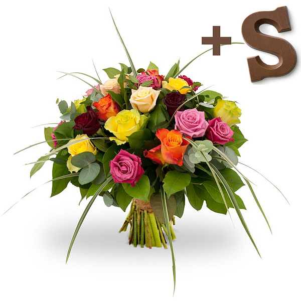 Mixed roses met chocoladeletter